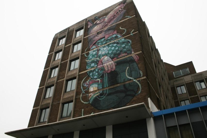 Primo edificio finito durante il See No Evil Street Art Project