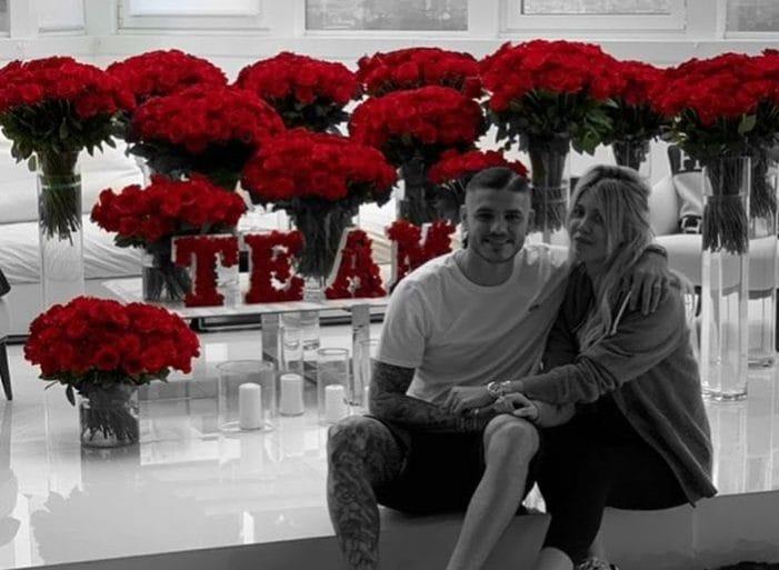 Icardi e la Nara festeggiano 5 anni di matrimonio, con un mare di rose rosse