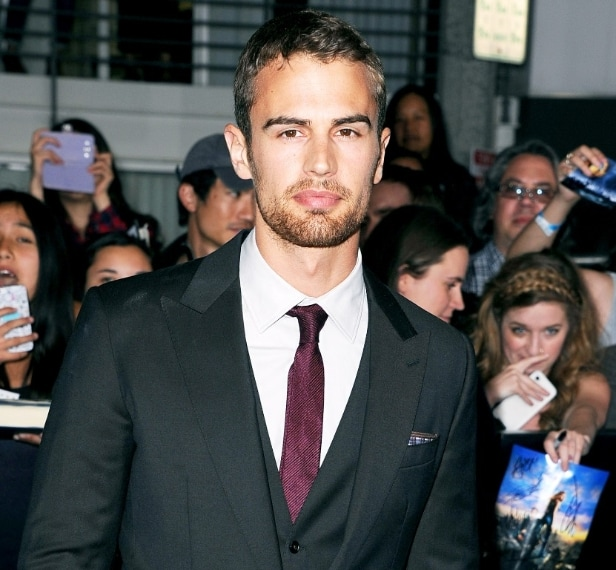 Theo James, il divo di Divergent