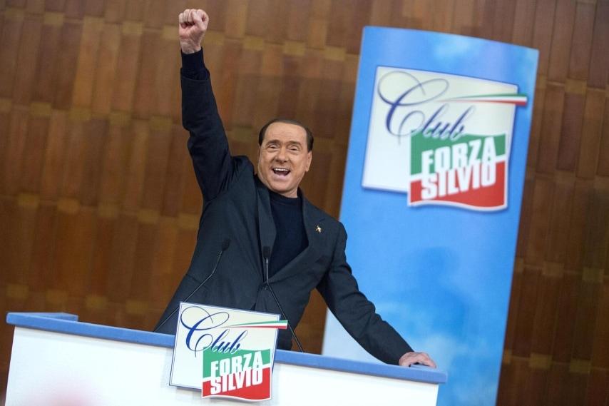 """Di poco superiore ai 4,5 milioni di euro il reddito imponibile dichiarato da Silvio Berlusconi nel 2012. Nonostante il """"crollo"""" l'ex premier resta il più ricco tra i leader."""