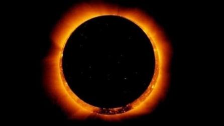 La luna fiammeggiante: sensazionali effetti ottici a prima mattina