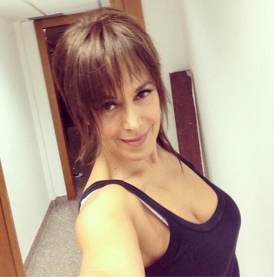 """""""Che ne pensate di questo taglio #domenicalive #look #Bmagazine #capelli #mediaset #woman #me #selfie #sondaggio"""", questo il messaggio lanciato ai fan su Instagram."""