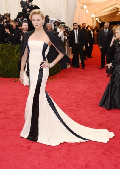 Meravigliosa come sempre l'attrice ha calcato il red carpet con un abito dall'eleganza semplice e raffinata. Voto 8
