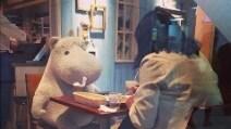 Moomin, il pupazzo che fa compagnia ai single durante il pranzo