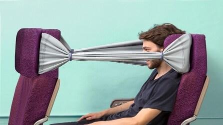 """L'invenzione per """"salvarsi"""" dai vicini in aereo"""