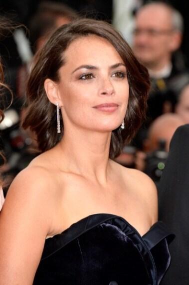 Un po' troppo semplice il look dell'attrice francese: ombretto perlato e matita nera nella rima ciliare interna.