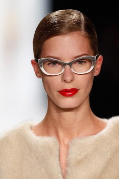 Labbra rosse in primo piano per un look estremamente elegante