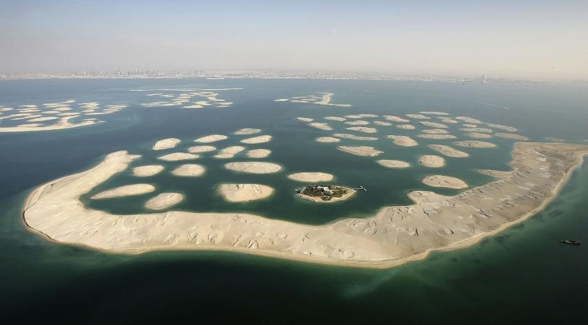 A 4 km dalla costa di Dubai è stato costruito un arcipelago composto da 300 isole a 100 metri di distanza l'una dall'altra. E' il secondo arcipelago artificiale con Palm Islands.