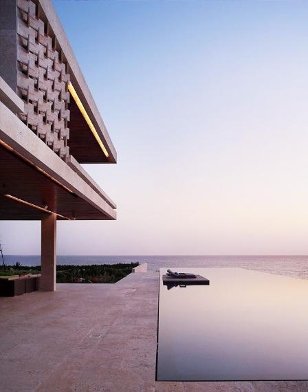 Completata nel dicembre 2008, Casa Kimball è una casa privata sulla spiaggia e una villa di lusso situata sulla costa settentrionale della Repubblica Dominicana. Casa Kimball invita i suoi fortunati ospiti ad un'esperienza eccezionale e una vacanza privata veramente esclusiva. Casa Kimball può essere prenotata dai $ 3.000 a $ 5.000 al giorno, a seconda della stagione.