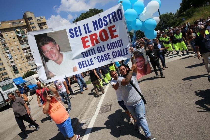 Migliaia di persone ai funerali di Ciro