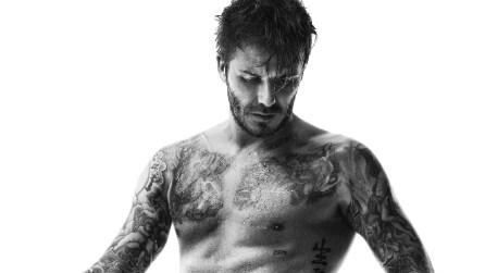 David Beckham posa in slip nella nuova campagna di H&M