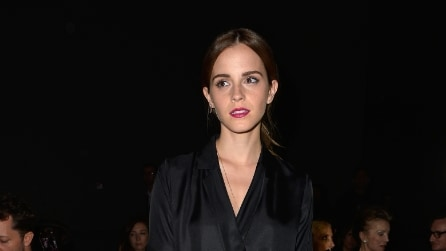 Emma Watson: look dark alle sfilate parigine