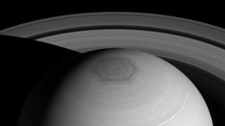 L'eccezionale foto di Saturno: il vortice, l'esagono e l'anello