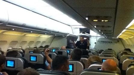 Usa, il volo ritarda e il comandante offre la pizza a tutti i passeggeri