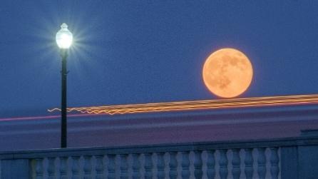 """Una luna """"super"""": più grande e luminosa nella notte del 12 luglio"""