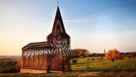L'illusione ottica della chiesa trasparente