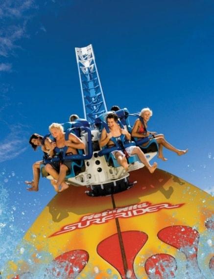 A differenza di molti parchi, Wet n 'Wild Water World in Australia rimane aperto tutto l'anno. Il parco presenta alcune delle attrazioni acquatiche più emozionanti del mondo, tra cui uno scivolo ad imbuto per quattro persone e montagne russe d'acqua.