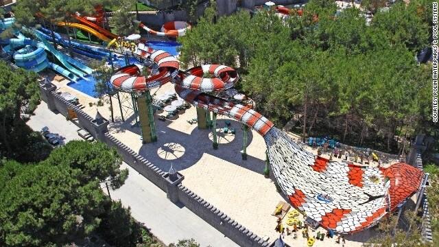 Maxx Royal Resort in Turchia è uno dei pochi posti dove è possibile sfrecciare lungo il corpo di un cobra prima di arrivare all'interno della sua bocca a 51 chilometri all'ora. É considerato come uno scivolo di gioco che cambia. É una corsa ad alta capacità con due doppi tubi, ed è interattivo, perché i passeggeri si sfidano.