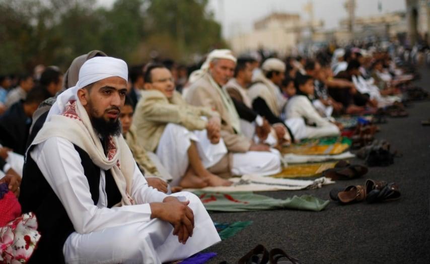 Sanaa, Yemen. Uomini in preghiera