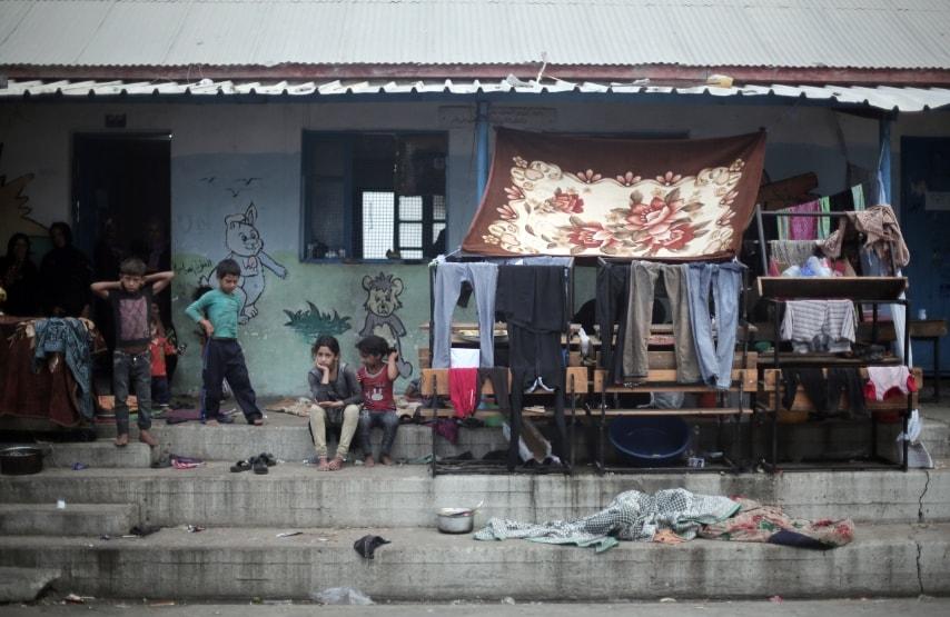 Palestina, i bambini seduti in una scuola rifugio festeggiano la fine Ramadan