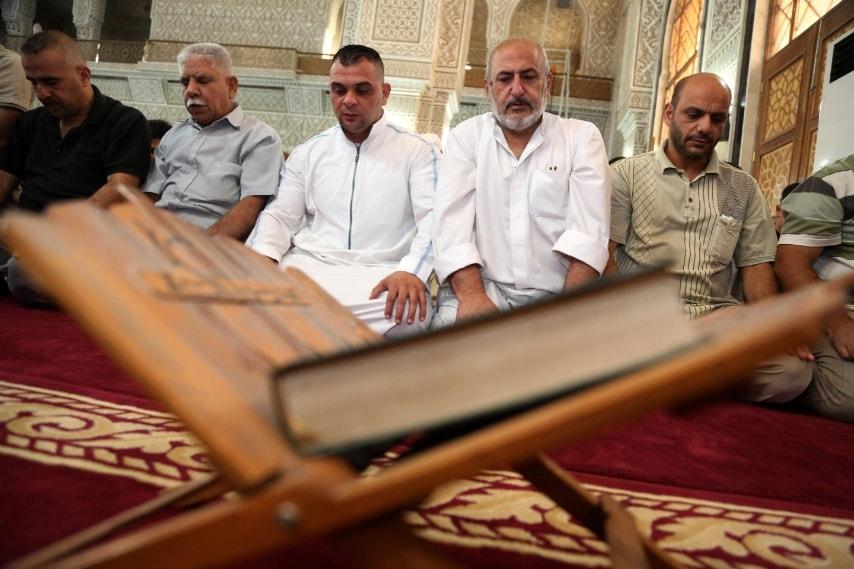 Baghdad, Iraq musulmani sunniti pregano in moschea