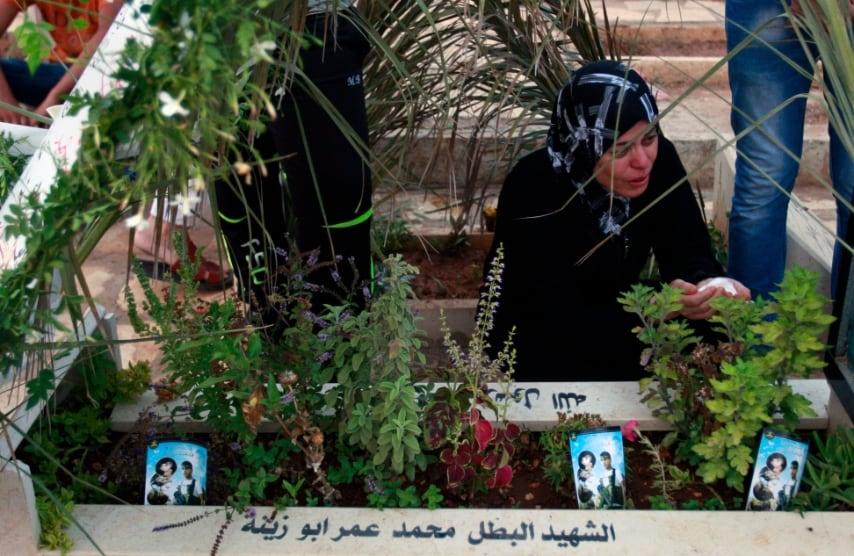 Palestina, preghiere sulle tombe dei parenti