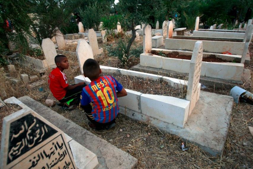 Palestina preghiere sulle tombe dei parenti