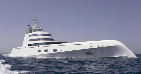 Lungo più di 400 metri, Superyacht A non vanta un design originale. Ricorda una nave da guerra o un sottomarino, è stato progettato da Blohm + Voss di Amburgo e chiamato come le prime iniziali dei fortunati proprietari, Andrey e Aleksandra Melnichenko, il miliardario russo e sua moglie.