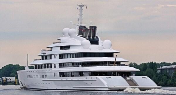 Per il momento poco altro si sa circa l'Azzam. Ora l'unica domanda che rimane è, con i miliardari del mondo costantemente in competizione per possedere il più grande superyacht, per quanto tempo rimarrà al top?