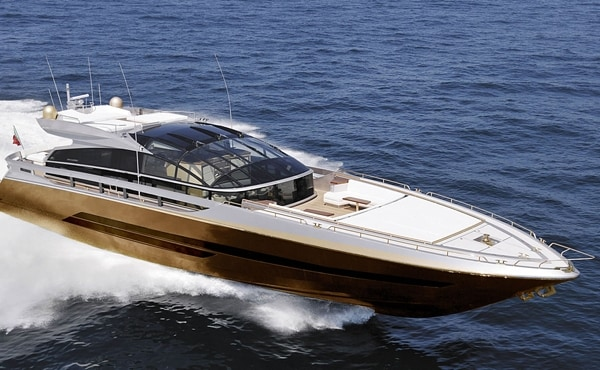 Questo costoso super-yacht di 100 piedi è stato progettato dal famoso designer di lusso britannico Stuart Hughes, che ha impiegato oltre 3 anni per completare la nave, acquistata da un uomo d'affari malese anonimo.