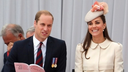 Kate Middleton con il cappotto anche in estate