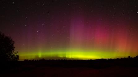 Un'incantevole aurora boreale protagonista nei cieli canadesi