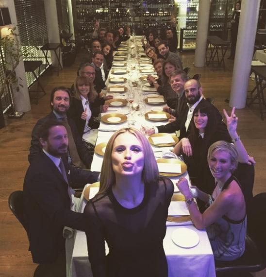 """""""Festeggio il compleanno con le persone che amo"""". La comica e conduttrice festeggia al ristorante con le persone che ama, c'è Tomaso Trussardi, suo marito, ci sono Nicola Savino ed Alvin, ma manca Aurora Ramazzotti."""