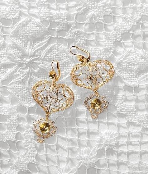 Gli orecchini indossati dalla sposa per l'arrivo a Venezia