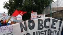 Bce a Napoli, movimenti e associazioni in piazza
