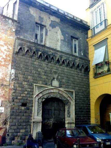 Palazzo Penne si dice sia il palazzo del diavolo