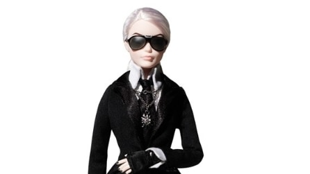 Barbie si trasforma in Karl Lagerfeld e manda in delirio i fan