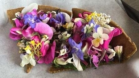 """Crostata di fiori e dessert alle formiche: il ristorante danese dove si mangia """"strano"""""""