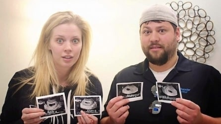 """""""Lei è incinta di 4 bambini"""" e la coppia reagisce così"""