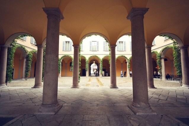 Il palazzo è il risultato di un intervento di gusto tardo-neoclassico ad opera dell'architetto Gerolamo Arganini (1764-1839), eseguito tra il 1820 ed il 1825 su una costruzione risalente al secolo precedente. Committente fu il marchese Febo d'Adda, i cui eredi confluirono nella famiglia Borromeo.