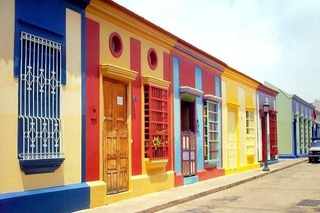 Nella città di Maracaibo, in Venezuela c'è il quartiere tradizionale di Saladilla che prende il nome dalla sua posizione vicino a una salina. Qui, durante i secoli XIX e XX, si è sviluppato uno stile popolare locale per le abitazioni adattate alle condizioni climatiche della città, che ha dato al quartiere un carattere locale e un'identità radicata.