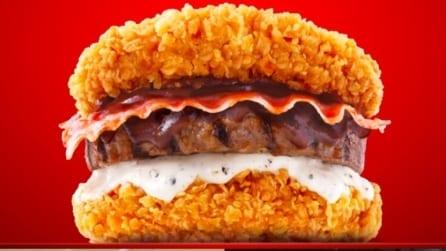 Il mega-hamburger col pollo fritto al posto del pane