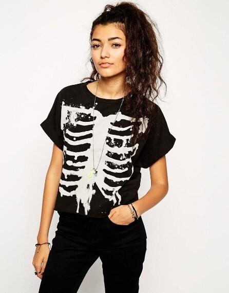 T-shirt con scheletro effetto candeggiato per Halloween 25,71 euro