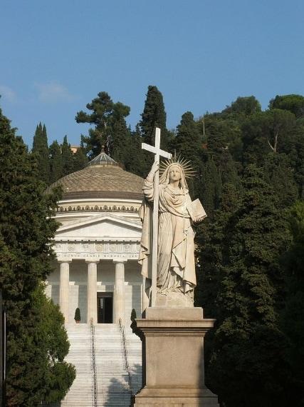 Il cimitero monumentale di Staglieno è il maggiore luogo di sepoltura di Genova ed è uno dei cimiteri monumentali più importanti d'Europa. Per la vastità dei suoi imponenti monumenti funebri è considerato un vero e proprio museo a cielo aperto.