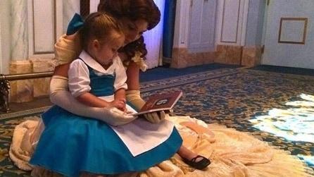 La bambina che ama vestire da principessa
