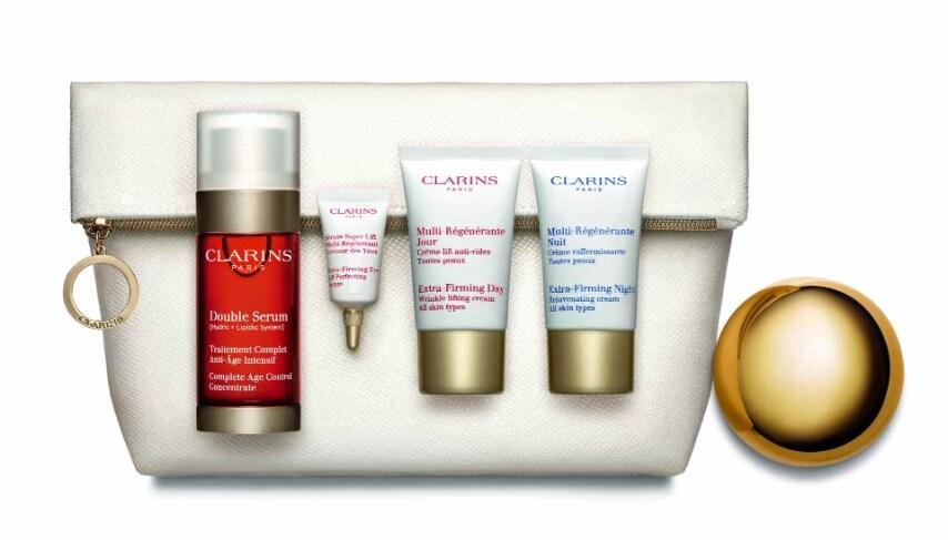 Il set che preserva la giovinezza della pelle con quattro prodotti