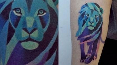 """I tatuaggi """"acquerellati"""" che raffigurano fiori e animali"""