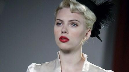 """I 30 anni di Scarlett Johansson in 10 look """"da film"""""""