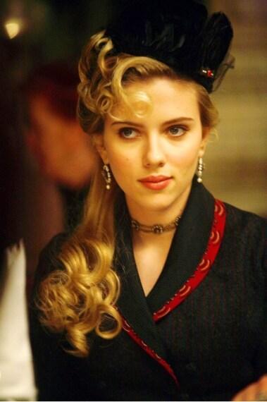In moltissime scene della pellicola l'attrice sfoggia eleganti cappellini, proprio come quelli di moda negli ultimi anni del XIX secolo.