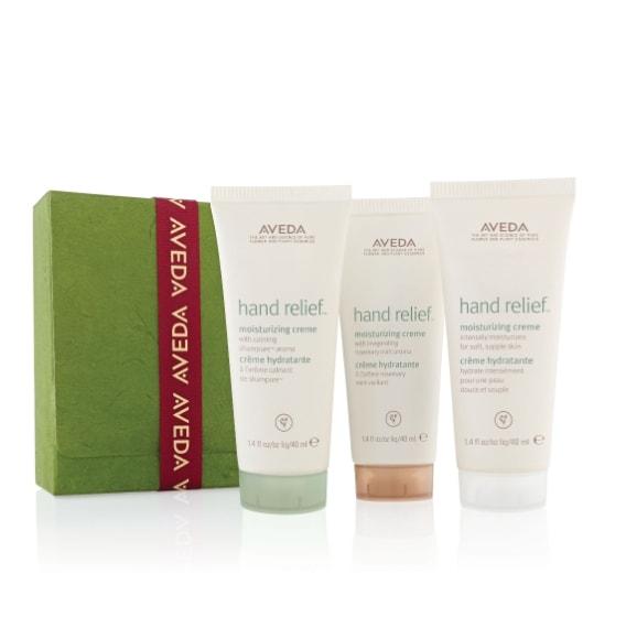 Un set dedicato alla cura delle mani che cura e protegge la pelle anche dal freddo più intenso